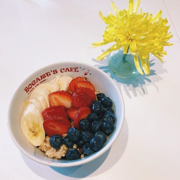 Acai Bowl #alamoanaeye . . . #hawaii #oahu #honolulu #alamoana #alamoanacenter #optometrist #hawaiioptometrist #luckywelivehi #luckywelivehawaii #eatinghawaii #aloha #cheapeats #eatlocal #food #foodie #hawaiifoodie #hawaiifood #hawaiieats #goodeats #spoonhawaii #onogrinds #bogartscafe #acaibowl